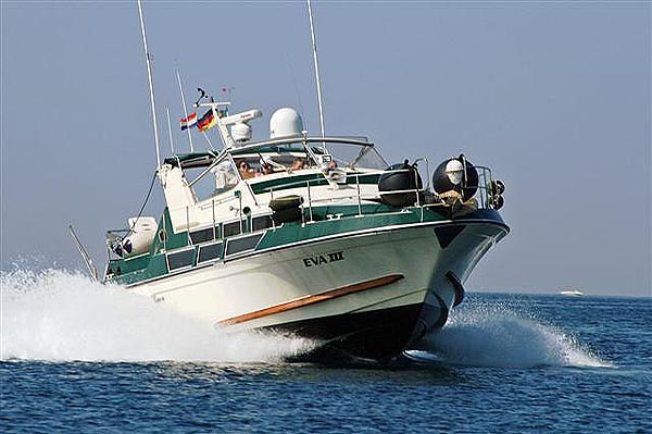 Coronet 38 Commander 1981 Model With New Enginesd From 2004